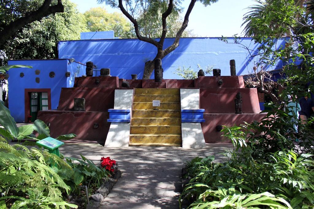 2013-12-22_Grabmal_Frida_Kahlo_Museum_Mexico_City_anagoria